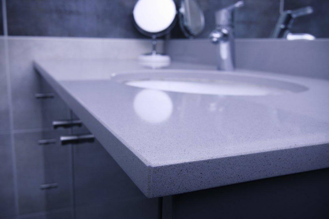 Salle de bain avec plan vasque silestone gris