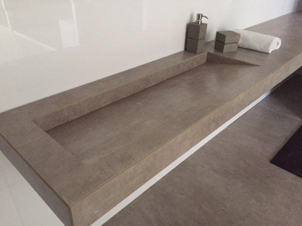 Salle de bain avec vasque grise