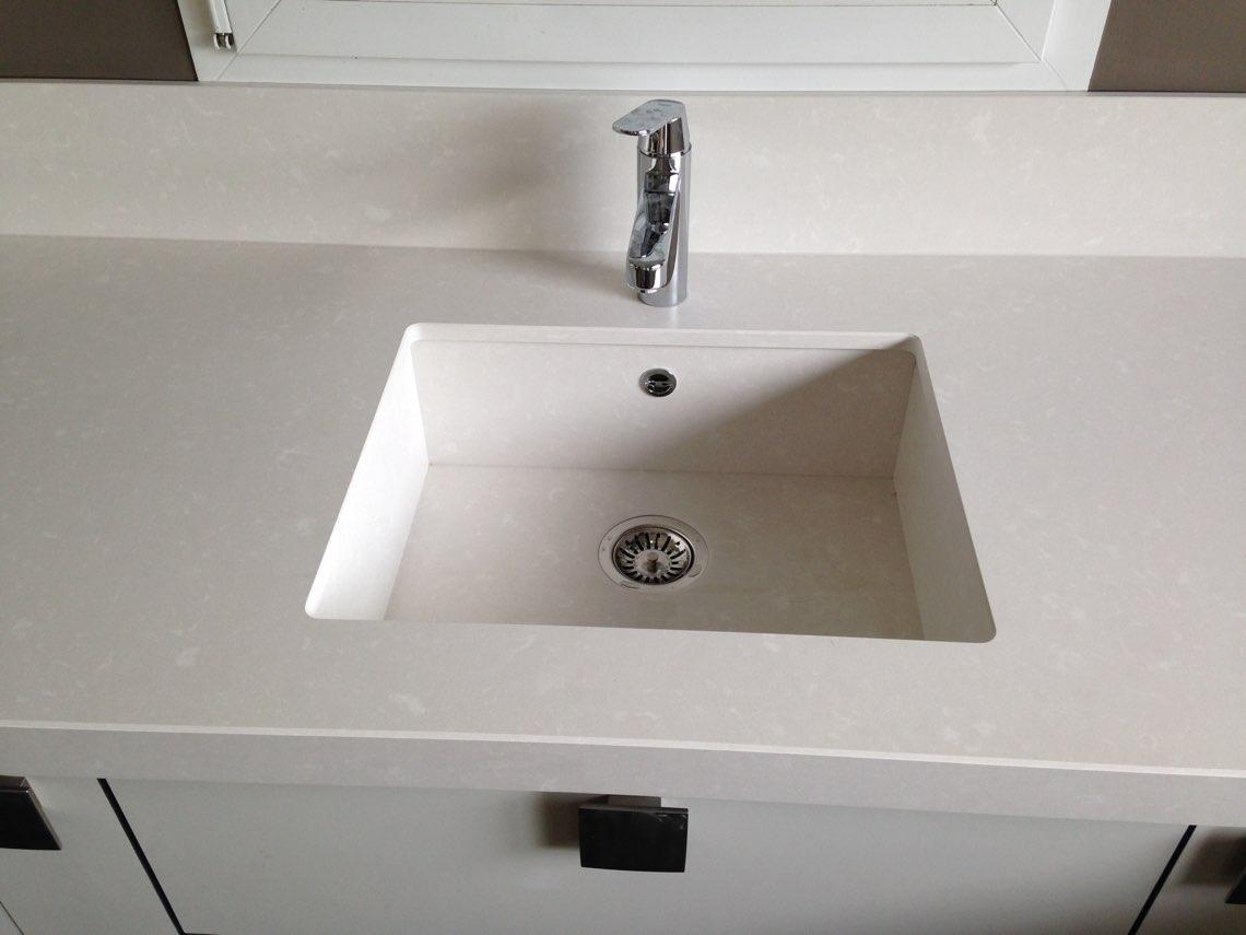 Salle de bain avec vasque en silestone